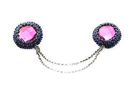 Pärlbroderade kragbroscher i rosa och blått