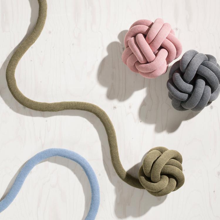 Knot – Knut kudde, vitgrå