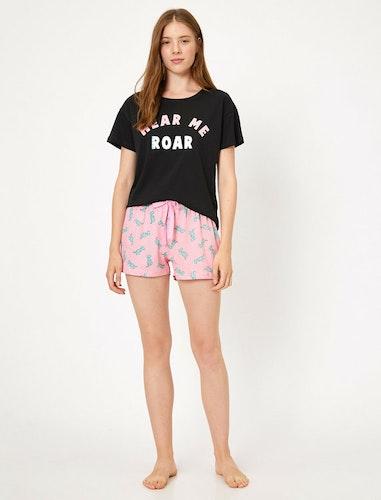 Pyjamas med t-shirt och shorts