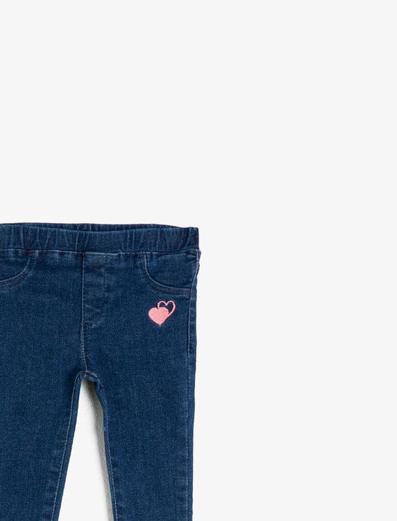Jeans med broderi