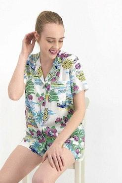 Pyjamas med skjorta och short