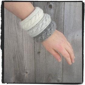 Stickade armband