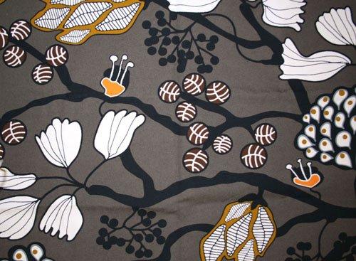 Tyg Gråbrun blommor och blad Bältesmuddar