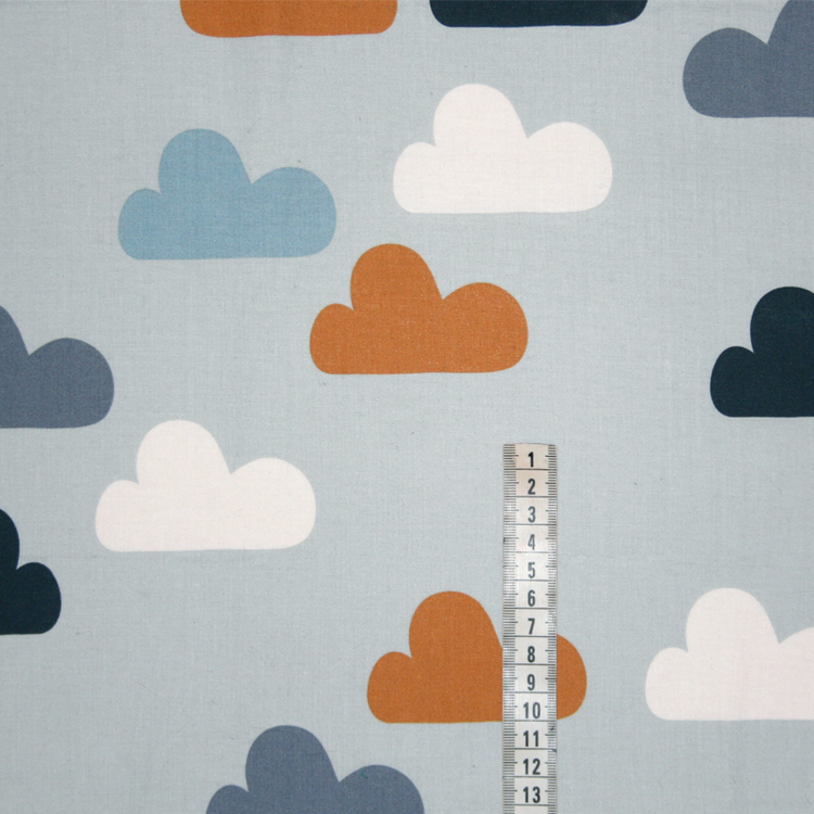 Tyg Ljusblå med moln Bältesmuddar