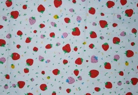 Tyg Ljusblått med jordgubbar