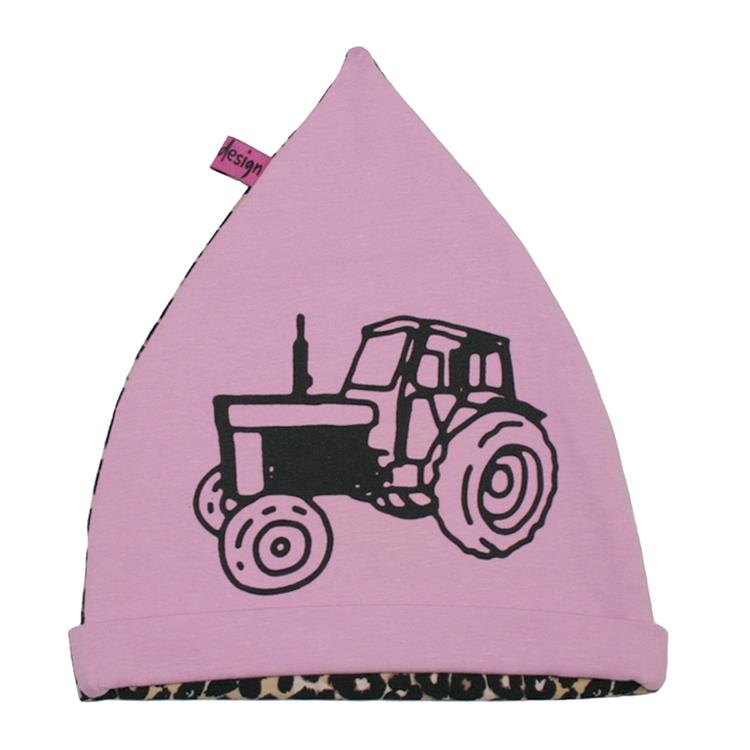 Rosa mössa med stort tryck av en traktor Volvo. Leopardmönstrad baksida