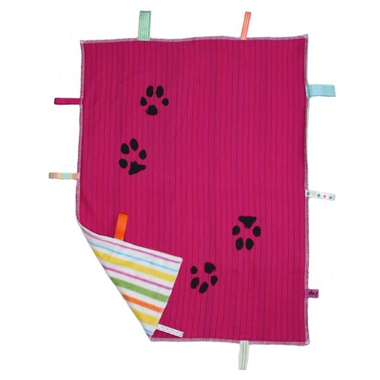 Babyfilt rosa med handtryckta hundtassar