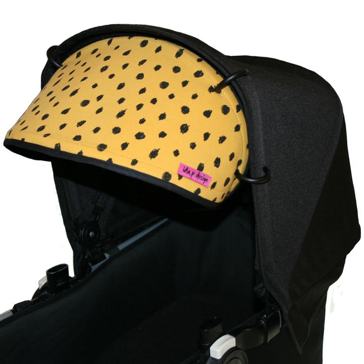 Solskärm för barnvagn i senapsgult tyg med svarta prickar