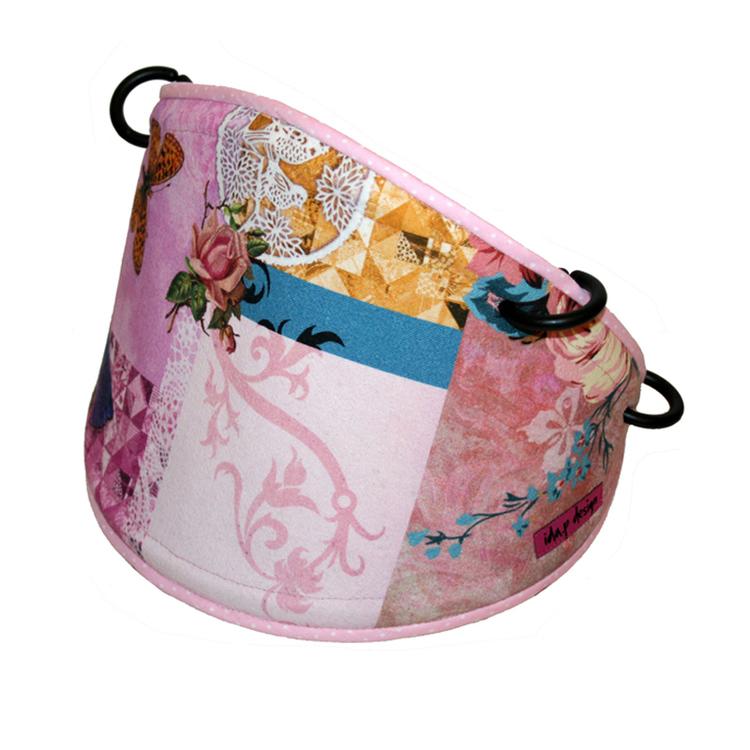 solskydd barnvagn med rosa fjärilar. Sätts fast med barnvagnsringar i suffletten