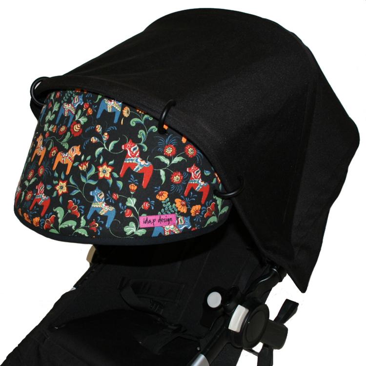 Solskydd för barnvagn. Sydd i Leksand Mini med dalahästar.