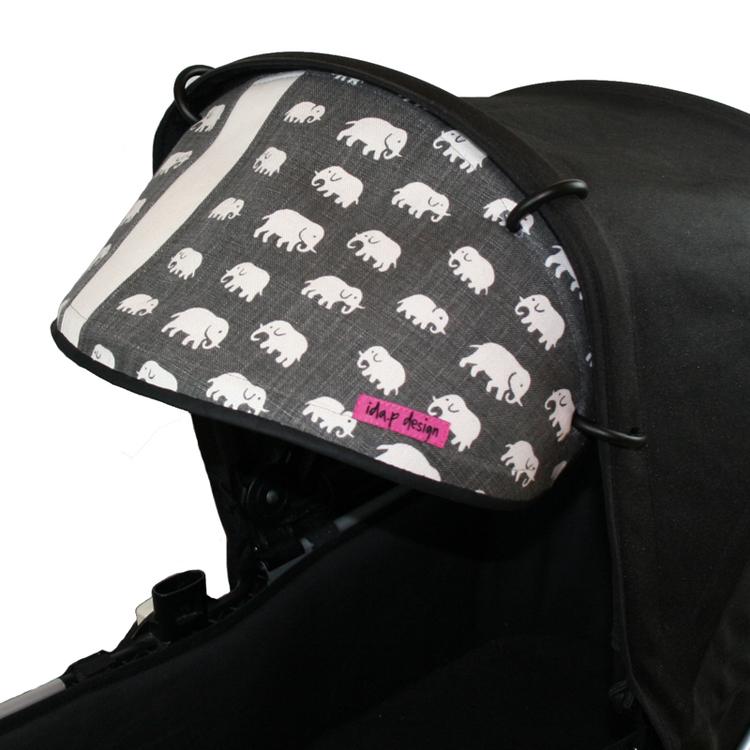 Solskydd på barnvagn. Sytt av Svenskt Tenn elefanter i grått