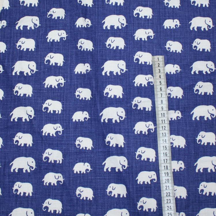 Tyg av linne från Svenskt Tenn. Blått med vita elefanter