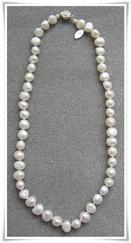 Halsband med sötvattenspärlor (015)