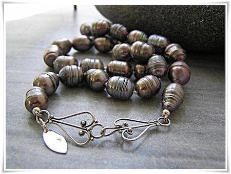 Halsband med sötvattenspärlor (037)