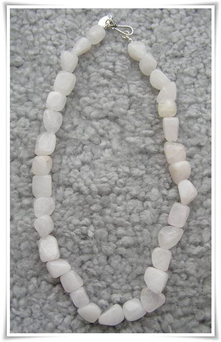 Halsband med vita rosenkvarts (104)