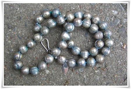 Halsband med sötvattenspärlor (108)