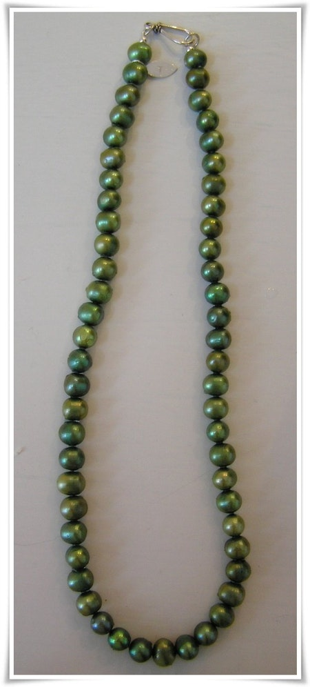 Halsband med sötvattenspärlor (107)