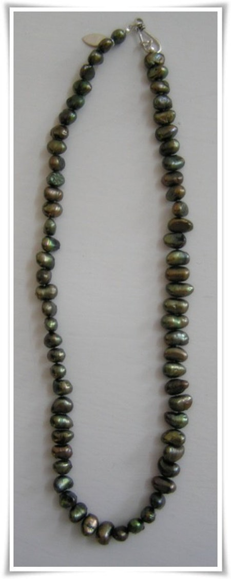 Halsband med sötvattenspärlor (109)