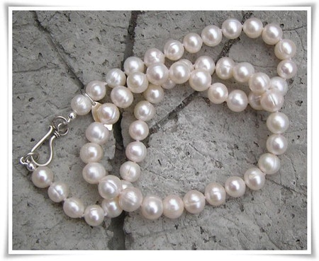 Halsband med sötvattenspärlor (112)
