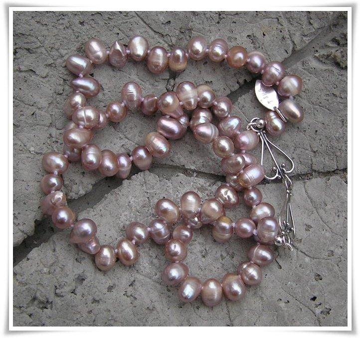 Halsband med sötvattenspärlor (117)