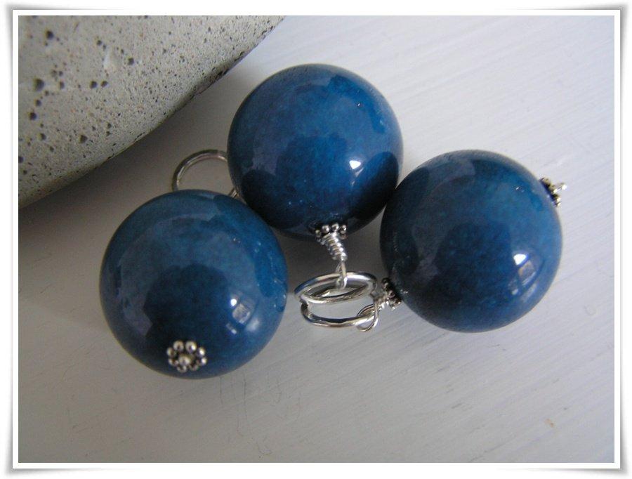 Berlock med blåfärgad jade (126)