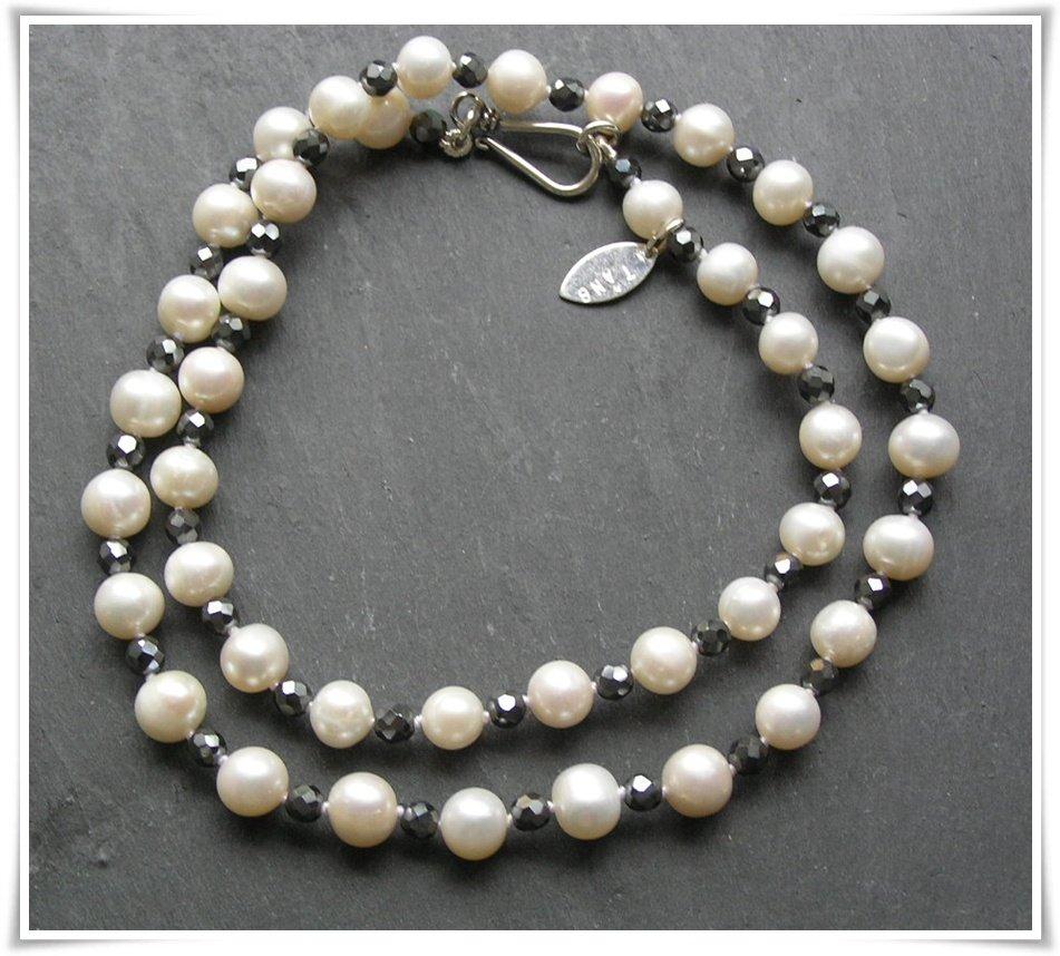 Halsband med sötvattenspärlor och hematit (199)