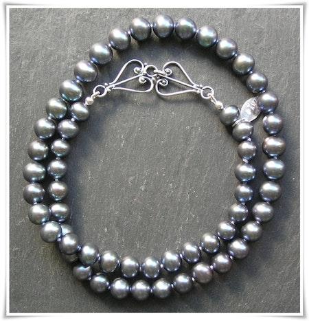 Halsband med sötvattenspärlor (216)