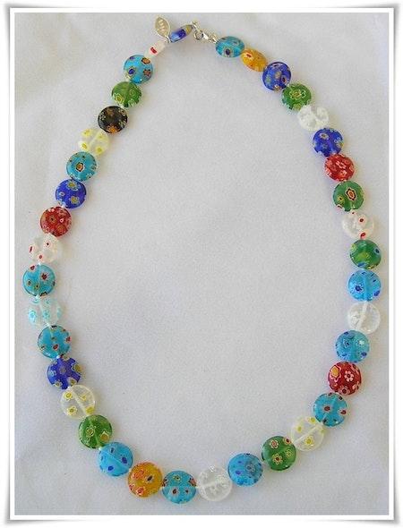 Halsband med millefioripärlor (327)