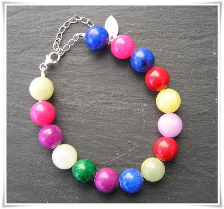 Armband med färgad jade (357)