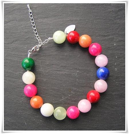Armband med färgad jade (358)