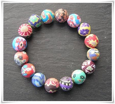 Armband med fimopärlor (359)