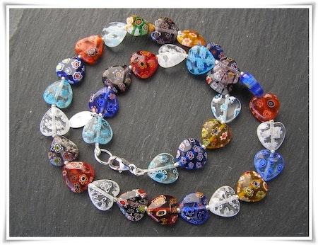 Halsband med millefioripärlor (364)