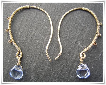 Örhänge goldfilled med blå topas (366)