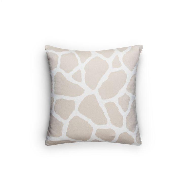 Kudde i Giraff mönster. Finns i tre färger