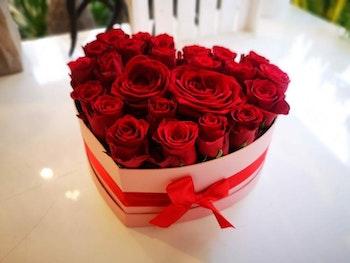 BOX med rosor Hjärta 1