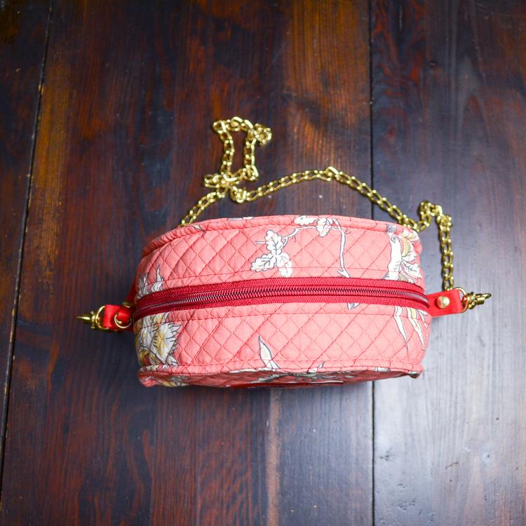 Rund väska Ljusröd kedja