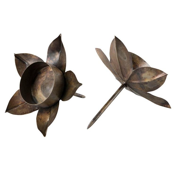 Ljushållare för värmeljus i form av en blomma
