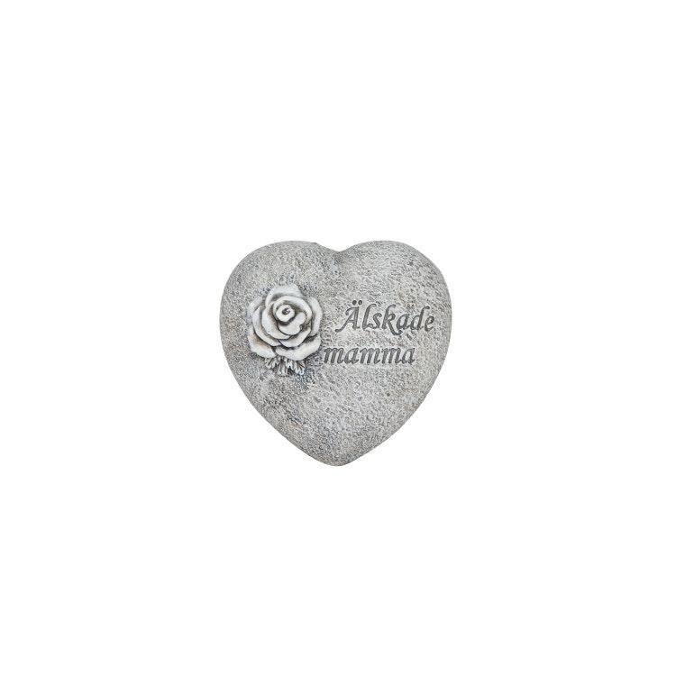 Ett hjärta i stenliknande material med texten älskade mamma