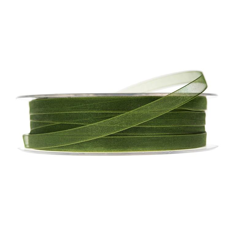 En rulle med grönt band i organza.