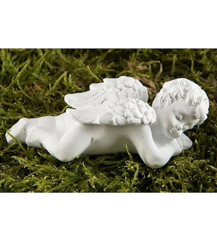 En vit ängel liggande på mage