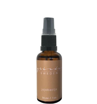 Jojobaolja,  alla hudtypers vän!  Jojobaolja mjukgör och skyddar huden effektivt och passar alla hudtyper, även fet hy med acne eftersom den lugnar och balanserar talgproduktionen. Perfekt som ansikts