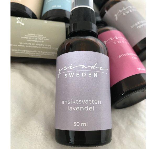 Ekologiskt ansiktsvatten LAVENDELHYDROLAT är särskilt bra till KÄNSLIG HUD   Egenskaper: lugnar läker svalkar och passar därför på eksem rodnad solskadad hud. Grinde Sweden