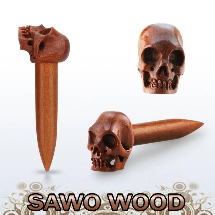 Töjning i sawo wood trä med handkarvad dödskalle