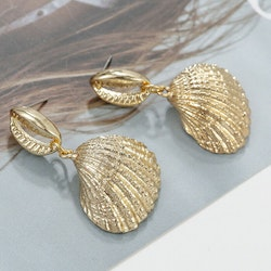Sheashell drop earrings gold