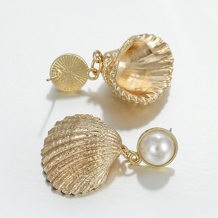 Rachel seashell earrings