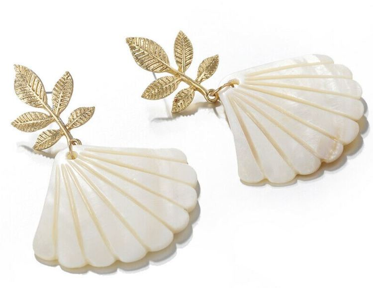 Mia seashell earrings
