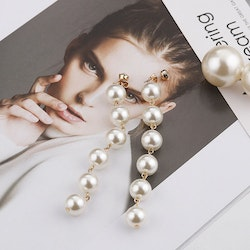 Mariah pearl earrings