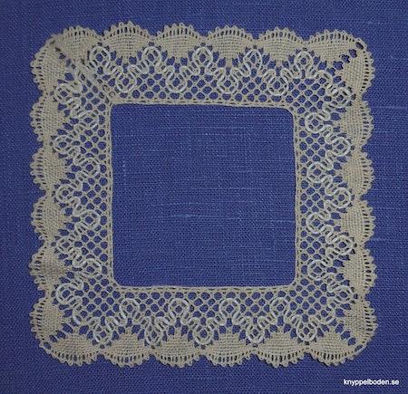 Ringdans 13,5x13,5 cm (spets 3 cm)