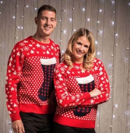 Röda tröjor med motiv av en Julstrumpa
