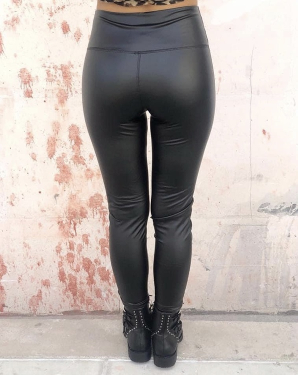 Lackleggings plus size svart
